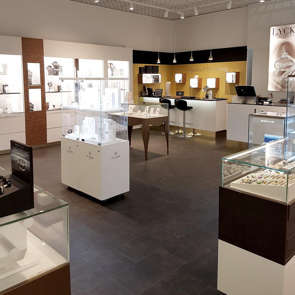 Lycka Juveler - Egen tillverkning av smycken, vigselringar och förlovningsringar - Stor butik i Mall of Scandinavia